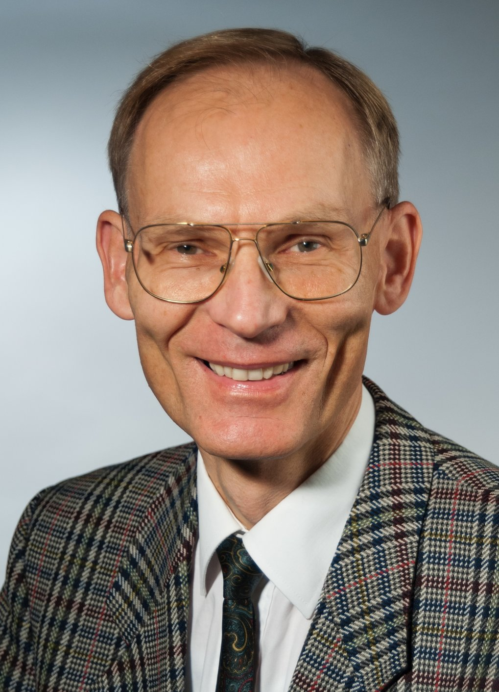 Prof. Dr. Siegfried Dietrich<br />Director at the Max Planck Institute for Intelligent Systems (MPI-IS) & Director of the Institute for Theoretical Physics IV, University of Stuttgart <br /><br />Theory of Inhomogeneous Condensed Matter