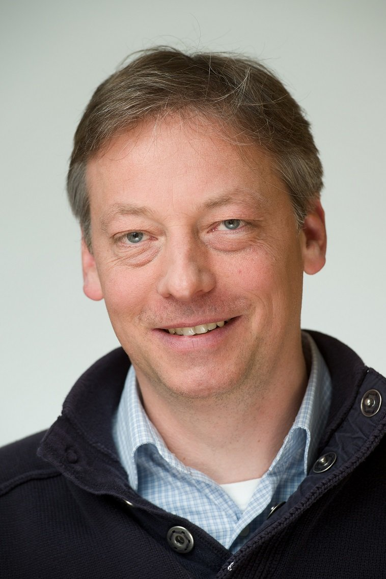 Prof. Dr. Peer Fischer<br />Head of the Max Planck Research Group for Nano and Molecular Systems at the Max Planck Institute for Intelligent Systems (MPI-IS) & Professor at the Institute of Physical Chemistry, University of Stuttgart<br /><br /> Interaction of Optical, Electric and Magnetic Fields with Matter at Small Length Scales