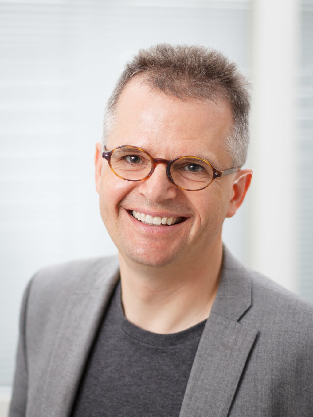 Prof. Dr. Harald Giessen<br />Director of the 4<sup>th</sup> Physics Institute, University of Stuttgart <br /><br />Ultra-fast Nano-Optics, Metamaterials
