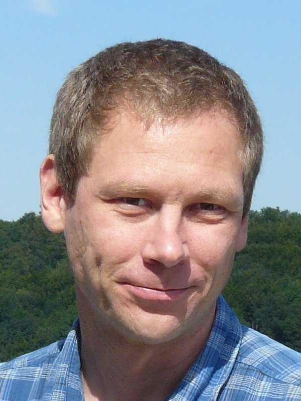 "Dr. Hagen Klauk<br />Head of the Max Planck Research Group ""Organic Electronics"" at the Max Planck Institute for Solid State Research (MPI-FKF)<br /><br />Organic Electronics"