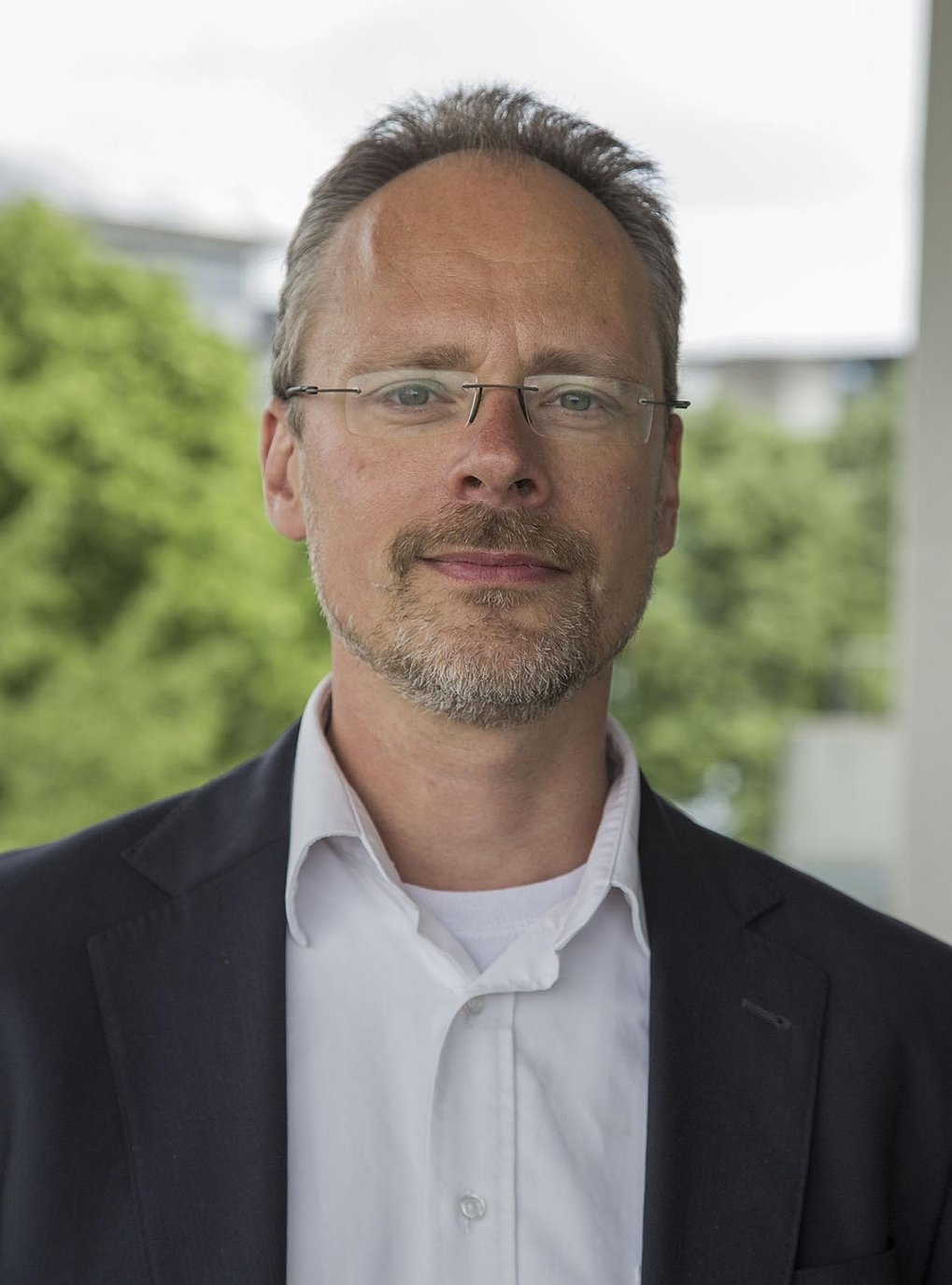 Prof. Dr. Joris van Slageren<br />Institute of Physical Chemistry, University of Stuttgart <br /><br />Modern Magnetic Systems - Molecular Nanomagnetism and Advanced Spectroscopy