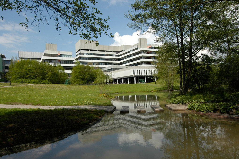 The MPI-FKF is one of the largest institutes in the Max Planck Society. It comprises eight research departments and a number of independent research groups with a total of about 500 employees (60% of whom are scientists). Research at the MPI-FKF focuses on the physics and chemistry of condensed matter with two broad thrust areas: complex materials and nanoscale science. In both areas, electronic and ionic transport phenomena are of particular interest. Close interaction and cooperation between physicists and chemists, experimentalists and theorists at all levels is an essential element of the Institute culture.